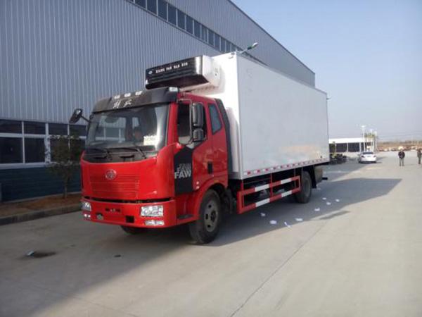 解放J6xin款6.8米货厢冷藏车