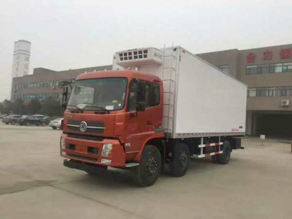 东风天锦8.6米货厢冷藏车