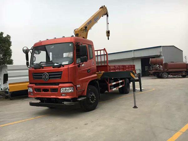 东风xiang长6.1米suiche吊