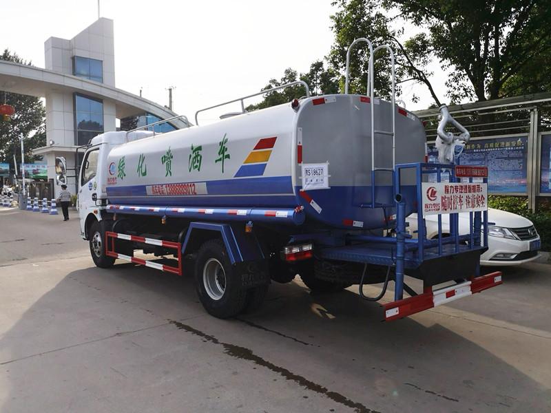 东风8-9吨洒水车