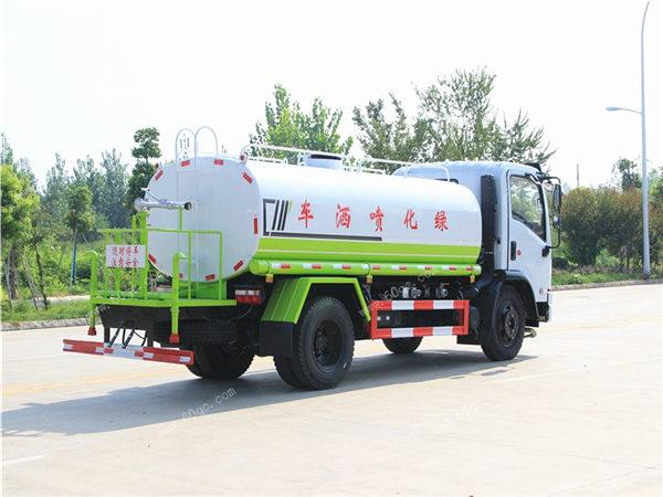 东风福瑞卡9吨洒水车