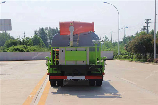 东风多利卡9吨雾炮车