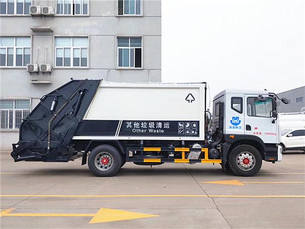 国六东风多利卡D9压缩垃圾车