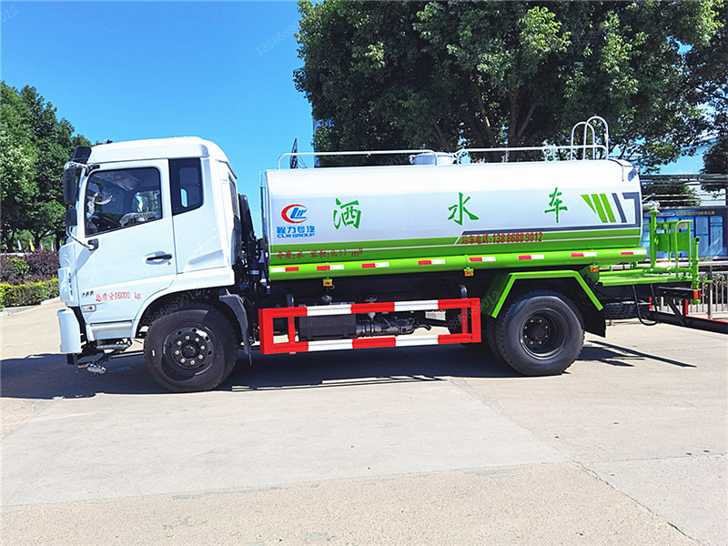 东风12吨D17洒水车