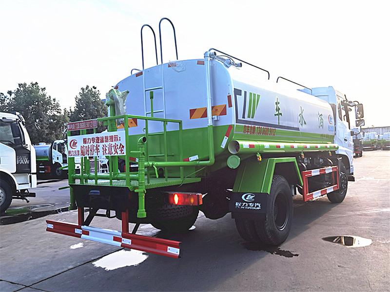 国六东风12吨D17洒水车
